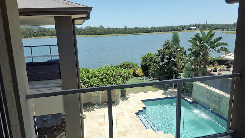 GOLD COAST SURFERS PARADISE - WATERFRONT BEAUTY - Oxenford - House