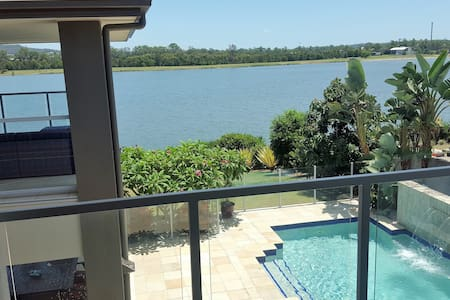 GOLD COAST SURFERS PARADISE - WATERFRONT BEAUTY - Oxenford - Rumah