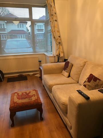 Double room with transport links!!