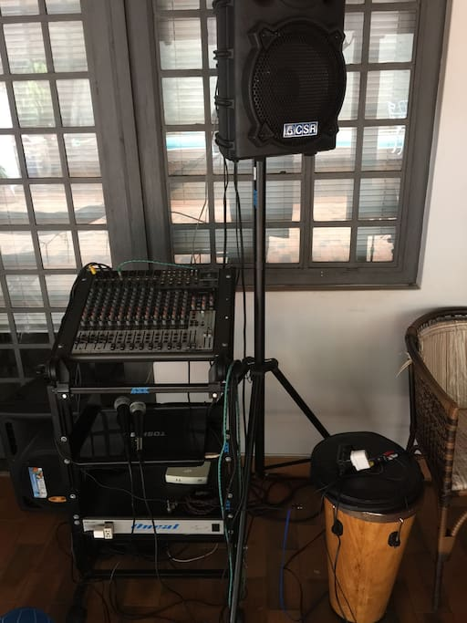 Na área comum ha equipamento completo de som e luz com alta qualidade