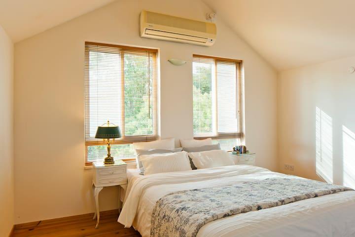 Savyon -stylish flat,prime location