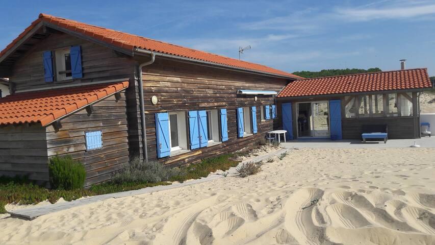 Maison sur la dune entre océan  /forêt .