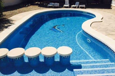 Acogedora Villa de Vacaciones junto al Mar - Les Tres Cales