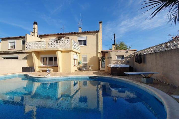 Majestueuse maison de vacances à Olonzac avec piscine privée