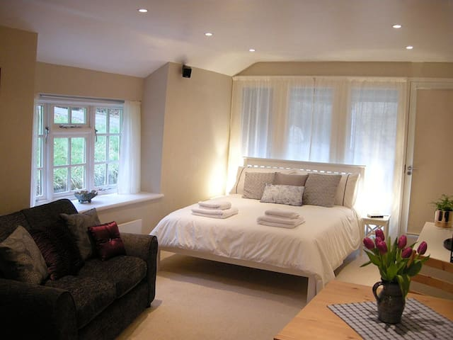 Self catering studio flat on beautiful Devon farm