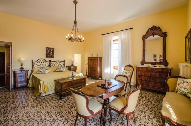 Villa La  Piccioncina, Luxury B&B - Yellow Room