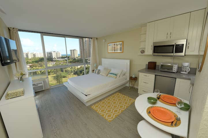 *WAiKiKi BEAcH*ROOM with AmAZiNG ViEWS*