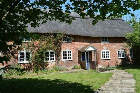 Double Room in Beautiful Dorset - Motcombe - Bed & Breakfast