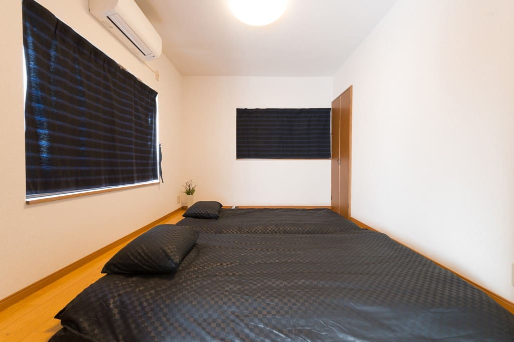 """""""Futon"""" Bed Room on 1F for up to 2 persons. Light and tone of the ceiling light is adjustable."""