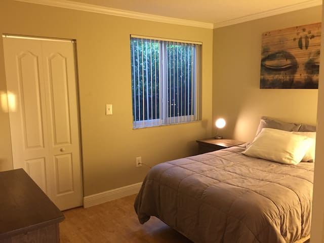 Private Bedroom/Bath in Peaceful Community - Miami
