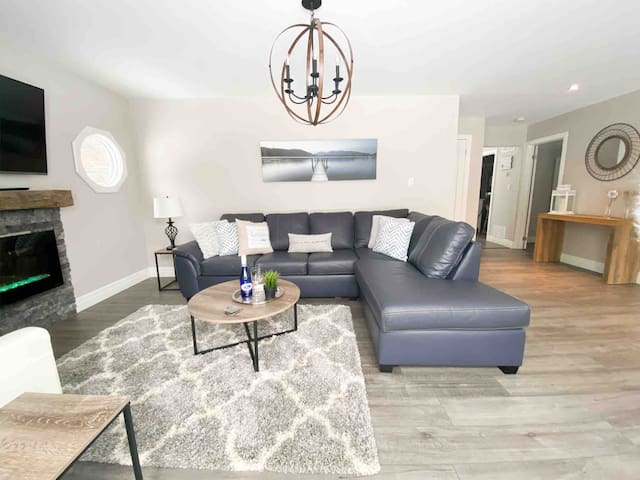 The SOHO Wasaga - Modern Retreat mins to Beach