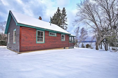 2BR Rangeley Cabin w/ Lake and Mtn Views! - Rangeley