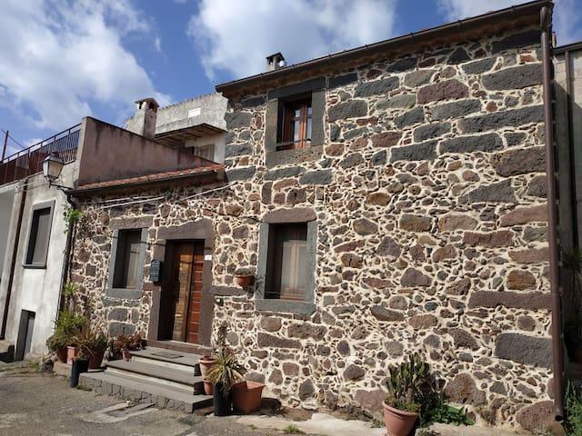 Casa tradizionale per quattro con giardino