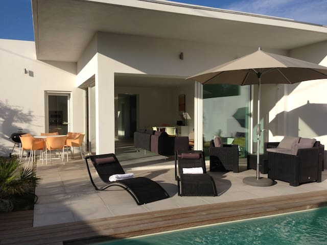 Maison d 39 architecte avec piscine houses for rent in saint florent corse france - Maison architecte mark dziewulski ...