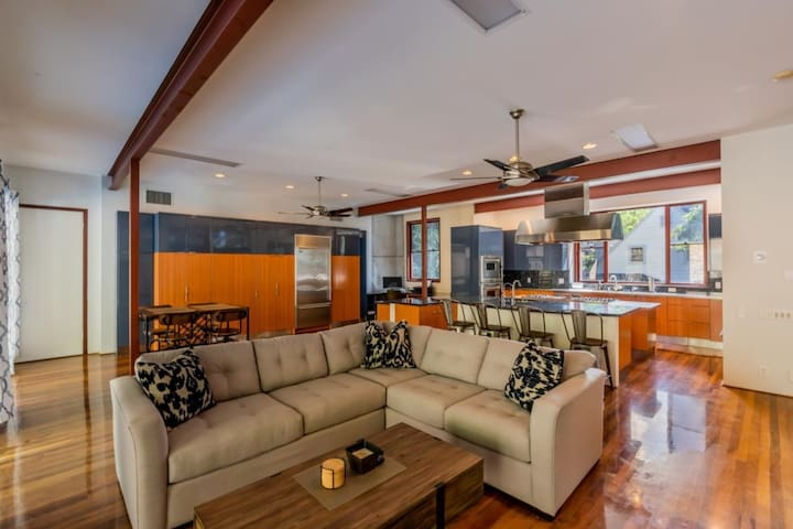 Modern Tantalus Luxury Pool Retreat!