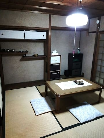 30-minute walk from Kyoto Station, 5 minutes from Kintetsu Line Jujo Station.   K.s House~Wa~