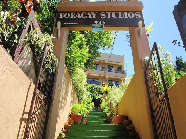 full Boracay apt walking distance from the beach!
