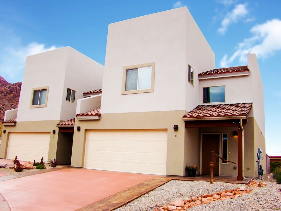 6 Desert Wind Drive | Spacious 1,735 Square Feet