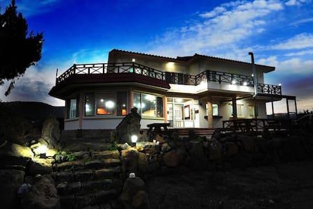 牛岛民宿海景房 租单车优惠 提供免费接港 近黑沙滩及牛岛峰 可看日出 - Cheju
