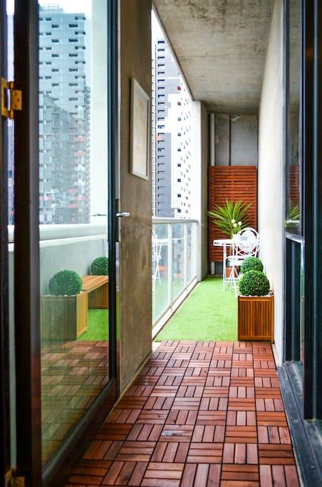 6 metre long backyard-style balcony.