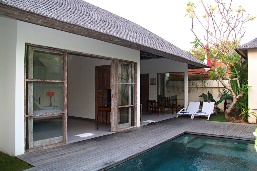 The Decks arround the pool