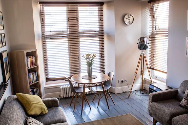 Anchored | Unique apartment in Glasgow's vibrant Finnieston