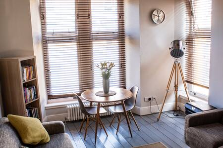 Anchored | Unique apartment in Glasgow's vibrant Finnieston