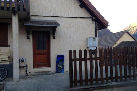 Appartement dans une maison à la montagne - Saint-Firmin