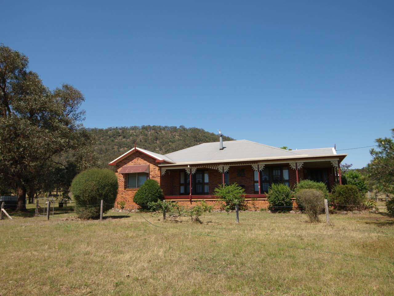 Comfortable 4 bedroom farm house sleeping up to 10 people.  Fully equipped kitchen, outdoor BBQ area, large family room and separate lounge room with open fireplace.   Air-conditioning in living areas. Privately located with beautiful farm views.