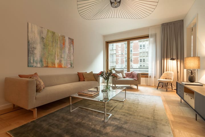 Mitte Luxury apartment reception service + parking
