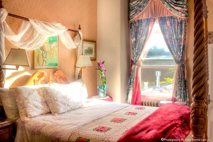 Private room walking distance to beach / boardwalk