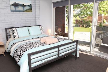 """""""Springwood Break Away"""" 1 queen bed+1 sofa bed(3)"""