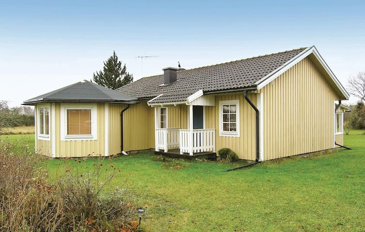 Holiday cottage with 2 bedrooms on 90m² in Borgholm