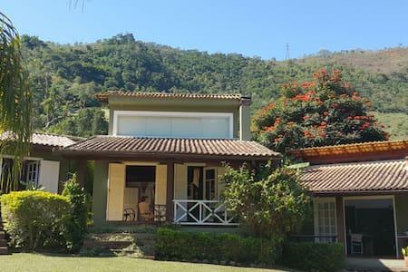 SECRETÁRIO - Bela casa e visual exuberante