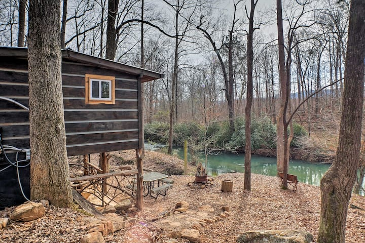 'The Treehouse Cabin' Creekside Home w/ Hot Tub!