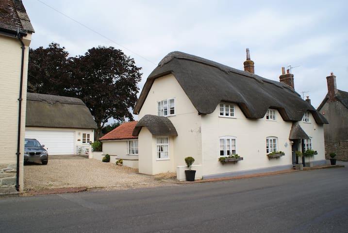 Annex to 350yr old Thatched cottage