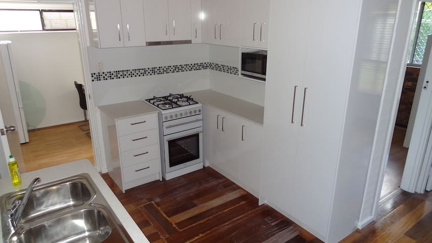 Female Household Close to CBD, River & Westfield