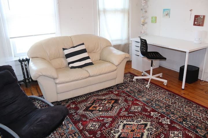 Living room with work/office spac
