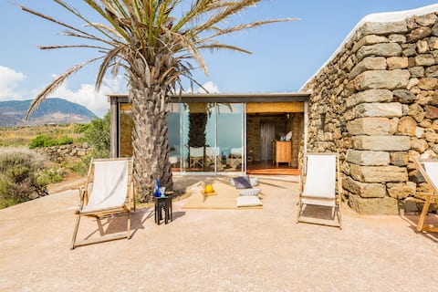 Západ slnka vila v prírodnej rezervácii Pantelleria