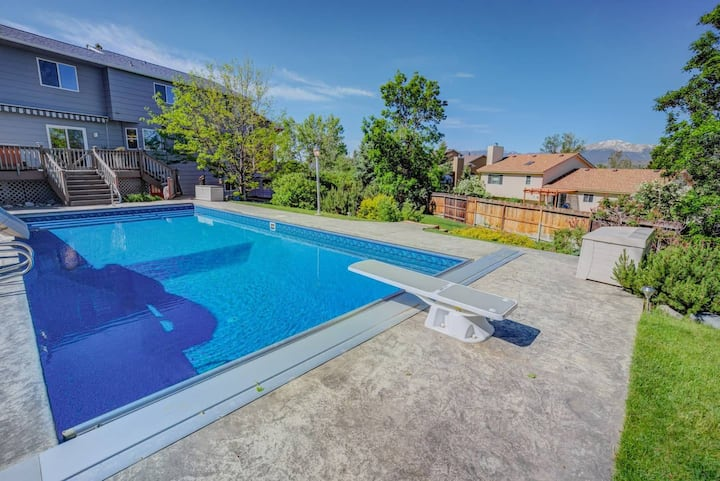 6BR House w/ Pool & Water Slide, HotTub, Peak View