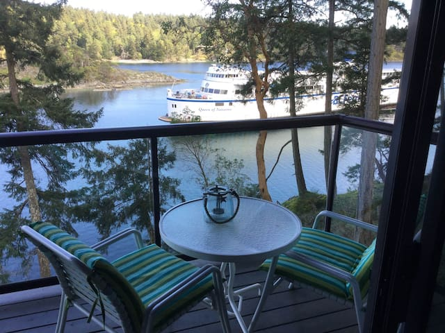 Salt Spring Waterfront Guest Suite