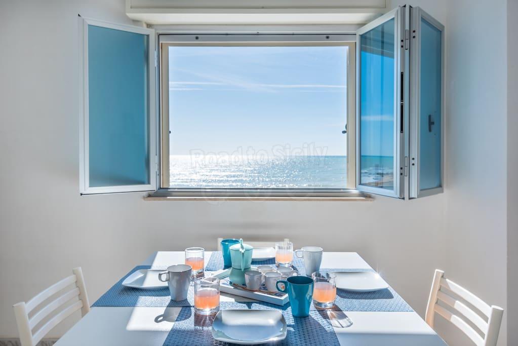 Vista mare da sala pranzo