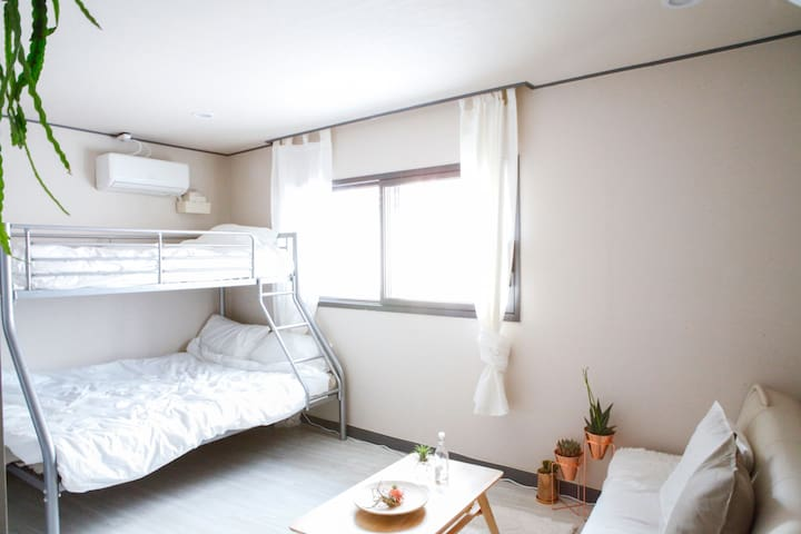 NOAR HOUSE, IN HONG-DAE STN, 5MIN (홍대입구역 도보 5분거리)