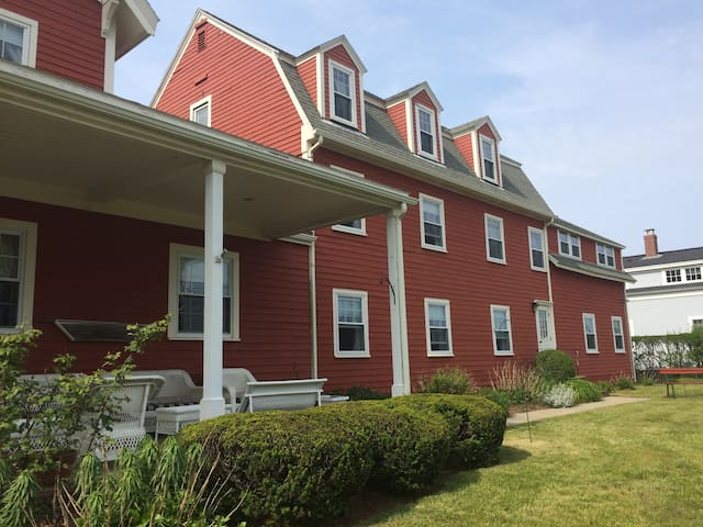 Historic Surfside Inn, Chatham