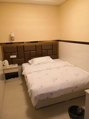 假日酒店连锁公寓舒适大床房