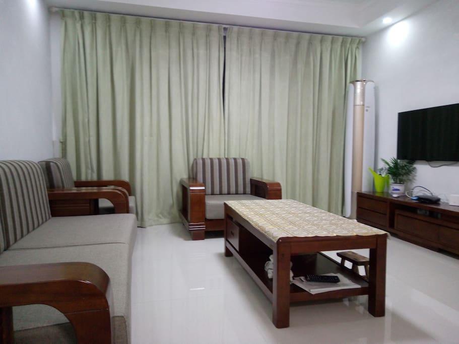 客厅安装有最新款的3匹格力一级能效变频空调