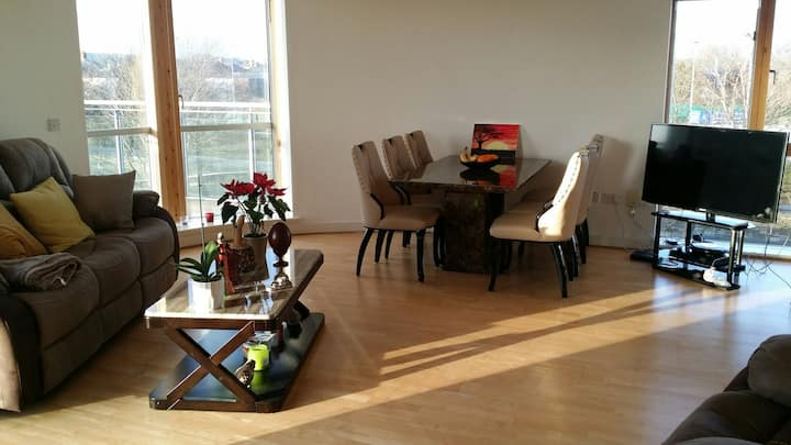 Whole apt-2 bedrooms-River View-free car parking