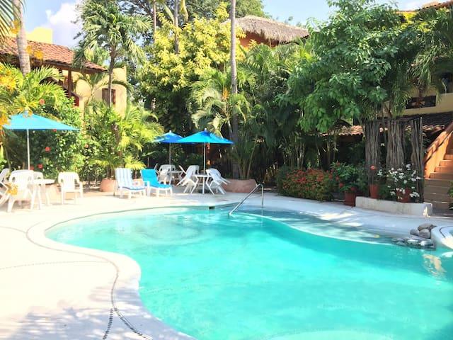 Newer & Roomy w/2 Pools Madera area. No Car Needed