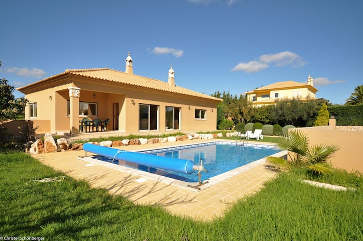 Villa Mira with pool, close to the beach and city