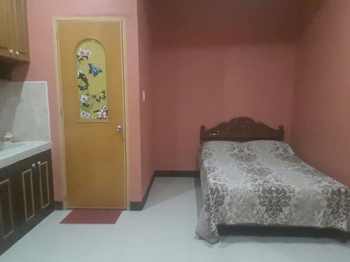 JULIA'S HOMESTAY(A/C Room w/ TV, Wifi and Parking)